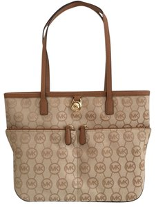 Michael Kors Signature Jet Set Pocket Tote in beige/camel/tan