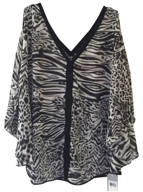 Preload https://item1.tradesy.com/images/guess-black-white-blouse-size-8-m-10534855-0-1.jpg?width=400&height=650