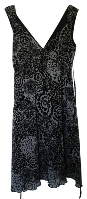 Preload https://item3.tradesy.com/images/h-and-m-blackwhite-above-knee-short-casual-dress-size-8-m-10535527-0-2.jpg?width=400&height=650