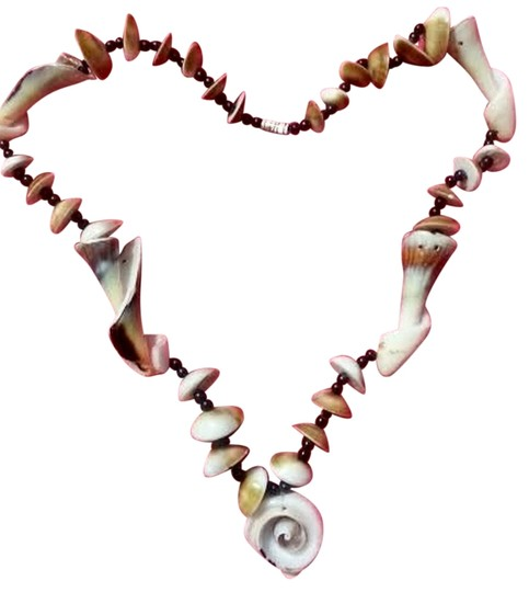 Preload https://item4.tradesy.com/images/mermaid-jewelsshell-necklace-10538938-0-3.jpg?width=440&height=440