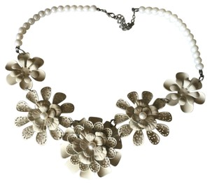 Other Flower and Pearl Necklace