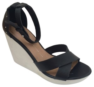 Gap Black Wedges