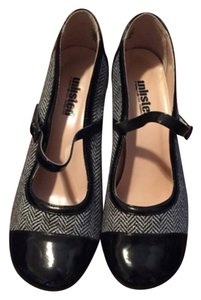 Unlisted by Kenneth Cole Black & cream Pumps