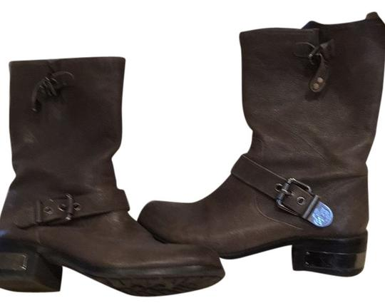 Preload https://item5.tradesy.com/images/vince-camuto-taupe-bootsbooties-size-us-95-regular-m-b-10546654-0-1.jpg?width=440&height=440