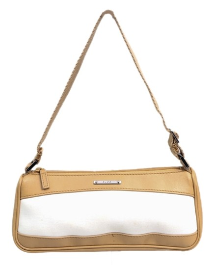 Preload https://img-static.tradesy.com/item/10547341/gucci-leather-and-beige-canvas-baguette-0-1-540-540.jpg