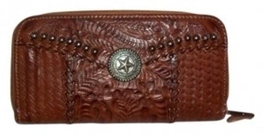 Preload https://item2.tradesy.com/images/american-west-brown-leather-clutch-wallet-10551-0-0.jpg?width=440&height=440