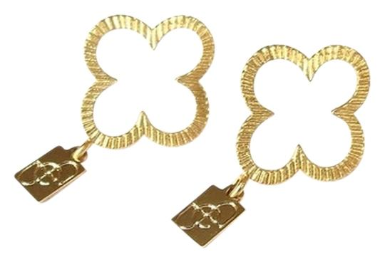 Preload https://item2.tradesy.com/images/elliot-francis-gold-clover-posts-earrings-1055286-0-0.jpg?width=440&height=440