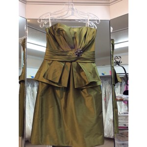Enzoani Shimmer Moss Taffeta B20 Love Short Formal Bridesmaid/Mob Dress Size 10 (M)