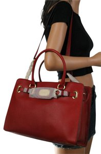 Michael Kors & Shoppers Tote in Red/Gold Hardware
