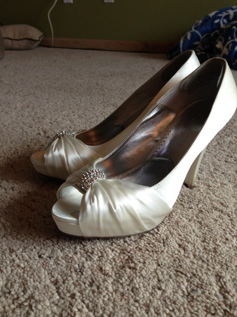 Item - Ivory Peep Toe Jeweled Heels Pumps Size US 9