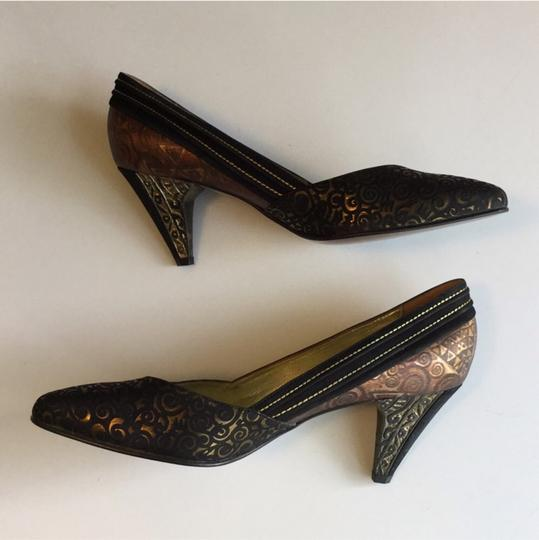 Yaska made in Italy. Brown suede and gold metallic pumps. Never worn. Size 37 1/2 Brown suede and gold metallic Pumps