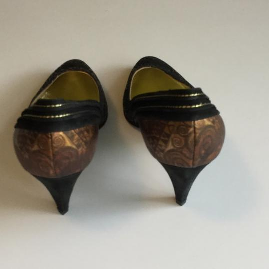 Yaska made in Italy. Brown suede and gold metallic pumps. Never worn. Size 37 1/2 Brown suede and gold metallic Pumps Image 3