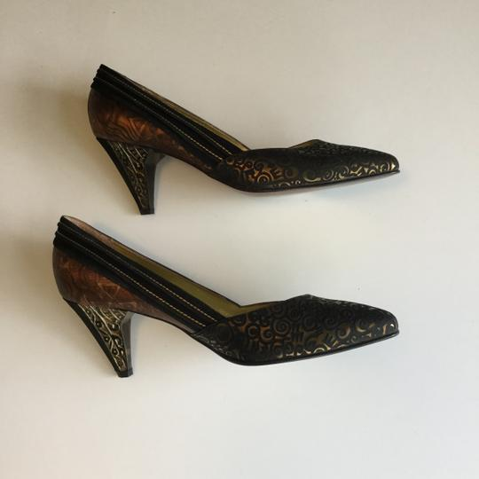 Yaska made in Italy. Brown suede and gold metallic pumps. Never worn. Size 37 1/2 Brown suede and gold metallic Pumps Image 4