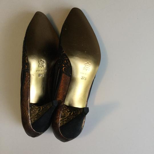 Yaska made in Italy. Brown suede and gold metallic pumps. Never worn. Size 37 1/2 Brown suede and gold metallic Pumps Image 5