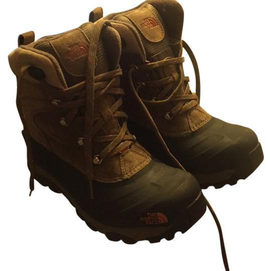 Preload https://item1.tradesy.com/images/the-north-face-mens-chilkat-ii-bootsbooties-size-us-8-regular-m-b-10572280-0-1.jpg?width=440&height=440
