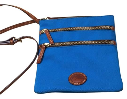 Preload https://img-static.tradesy.com/item/10578370/dooney-and-bourke-and-turquoise-cross-body-bag-0-1-540-540.jpg