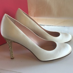 Kate Spade Ivory and Gold Karolina Satin with Glitter Heel Retails Pumps Size US 9 Regular (M, B)