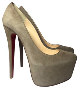 Christian Louboutin beige gray Pumps