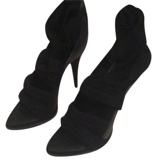 Preload https://item2.tradesy.com/images/givenchy-blac-formal-shoes-size-us-7-regular-m-b-10584016-0-1.jpg?width=440&height=440