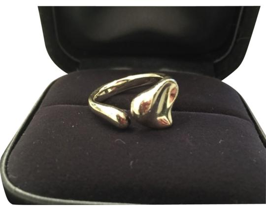 Preload https://item1.tradesy.com/images/tiffany-and-co-silver-heart-ring-10585480-0-1.jpg?width=440&height=440