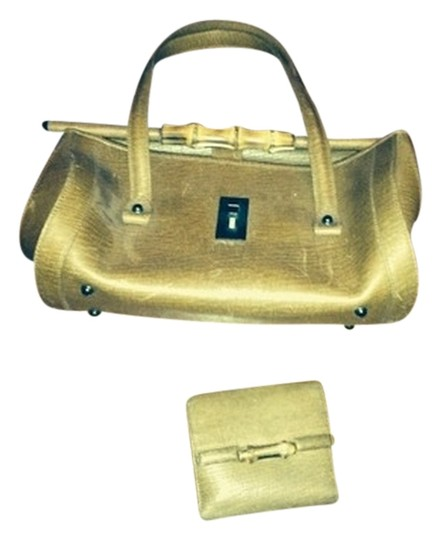 Preload https://item1.tradesy.com/images/gucci-handbag-with-matching-french-wallet-caramel-brown-leather-satchel-1058705-0-0.jpg?width=440&height=440