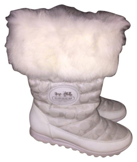 Preload https://item2.tradesy.com/images/coach-white-f2370h08-bootsbooties-size-us-7-regular-m-b-10598461-0-1.jpg?width=440&height=440