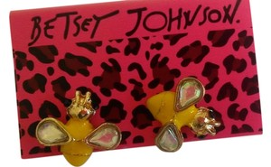 Betsey Johnson New Betsey Johnson Bee earrings yellow gold J190