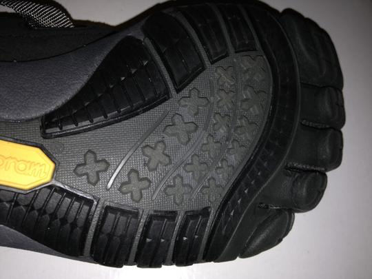 Vibram Black/Charcoal Athletic