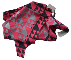Burberry NWT BURBERRY $195 GEOMETRIC SUPER EXPLODED SILK SQUARE NECK SCARF MADE IN ITALY