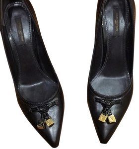 Louis Vuitton Very dark brown -almost black Pumps
