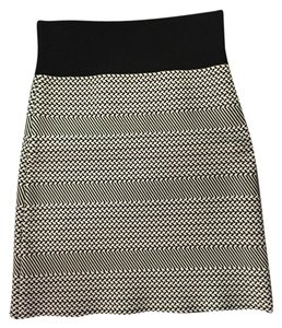 BCBGMAXAZRIA Black Mini Slim Fit New Bcbg Mini Skirt Black/White