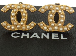 Chanel AUTH CHANEL VINTAGE CC LOGOS IMITATION PEARL EARRINGS CLIP-ON FRANCE RK08375