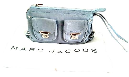 Preload https://img-static.tradesy.com/item/1063609/marc-jacobs-leather-wristlet-0-0-540-540.jpg