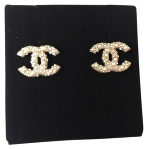 Chanel Chanel White Pearl GOLD PLATED CC LOGO Stud EARRINGS