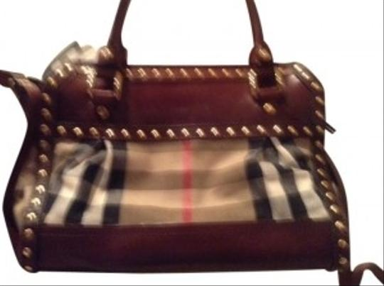 Preload https://img-static.tradesy.com/item/106397/burberry-shoulder-bag-plaid-with-brown-leather-trim-and-strap-106397-0-0-540-540.jpg