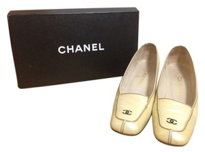 Chanel Creamy/Pearly white Flats