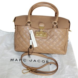 Marc Jacobs Satchel in Beige/Brass