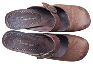 Bare Traps Brown Mules