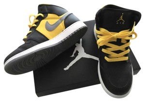 Nike Black and yellow Athletic