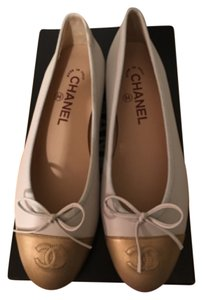 Chanel Gris clair Flats
