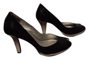 Kenneth Cole Balck and White Pumps