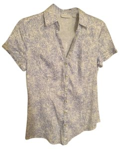 New York & Company Patern Floral Button Down Button Down Shirt Blue white