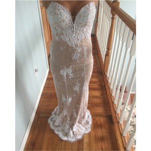 La Femme Nude With White Lace Dress