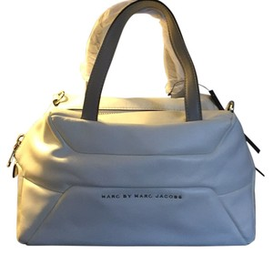 Marc by Marc Jacobs Satchel in Star white