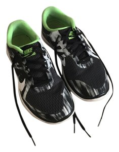 Nike Free Run 40 Men's Sneakers Black and White Athletic