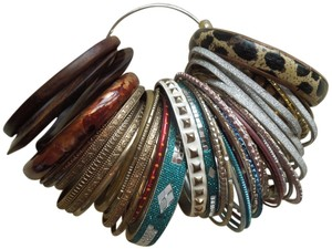 Other 44 group of assorted bracelets