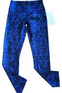 Lululemon New With Tags Lululemon High Times Pant Size 8 Blue MINZ snake Print