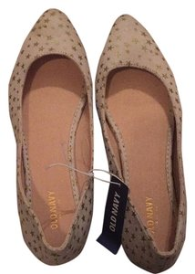 Old Navy Off white/tan and gold Flats
