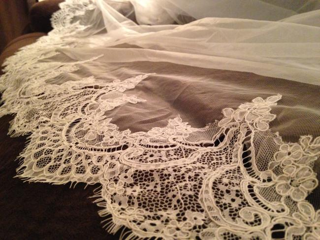 Item - Ivory Long - Cathedral (Ivory) - Never Been Worn Bridal Veil