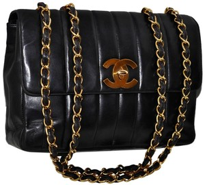 Chanel Paris Guaranteed Quilted Lambskin Leather Lamb Lamb Skin Quilted Lambskin Quilted Leather Quilted Gold Chain Gold Cross Body Bag